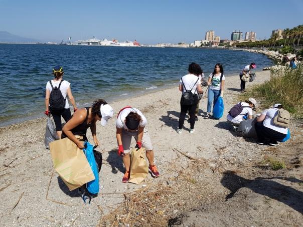 Clean Coast Sardinia - il gruppo di volonari a Su Siccu 16 06 2019 WEB