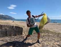 volontario di Clean Coast Sardinia da Dorgali