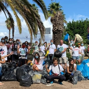 volunteers at the Marina Piccola coastal cleanup 2020